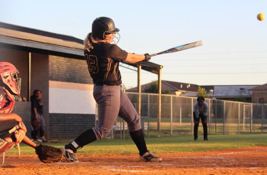 Softball team overcomes defeat