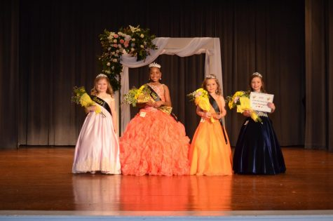 Little Miss West Elementary, Brooklyn Wardlaw Stands with Beauties; Abby Cook, Kaygan Crocker, Karley Ann Ware.
