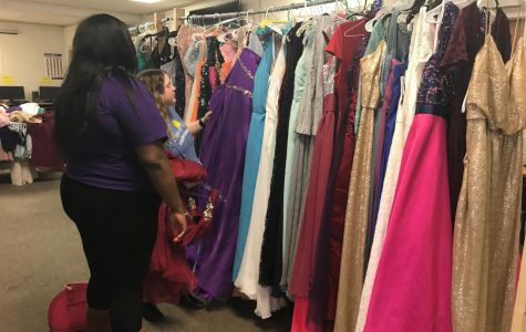 Senior Zaquavia Edmonds shops for a prom dress in the library.