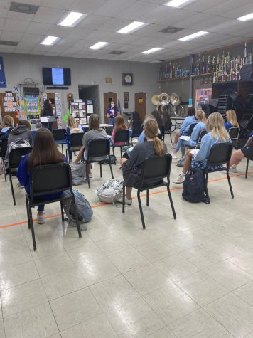 DYW of Starkville 2021, Makenzie Stone, speaks to younger students about the program.